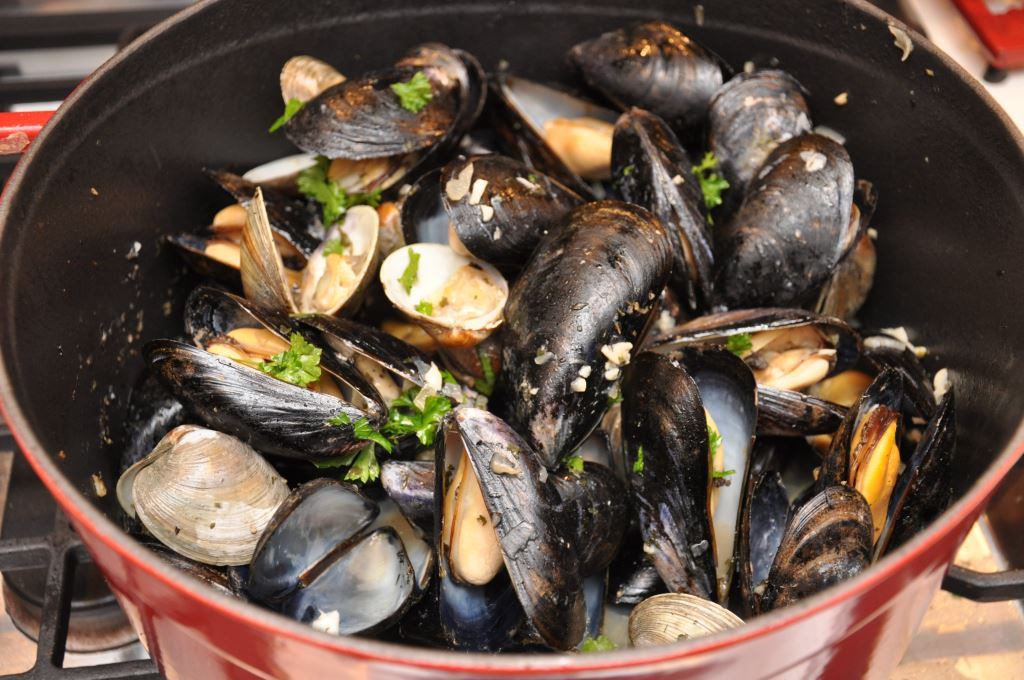 Clams and Mussels in White Wine